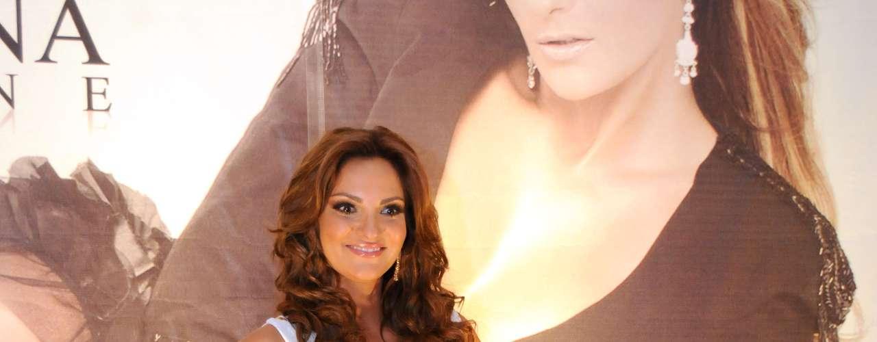 Mariana Seoane lució radiante, demostrando que es una de las cantantes más bellas del reg-mex, en el lanzamiento de su nuevo álbum \