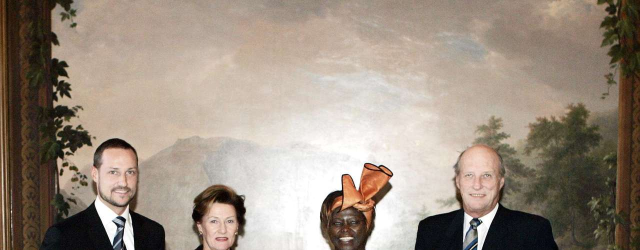 2004: Wangari Muta Maathai, (c, der) Kenia, \