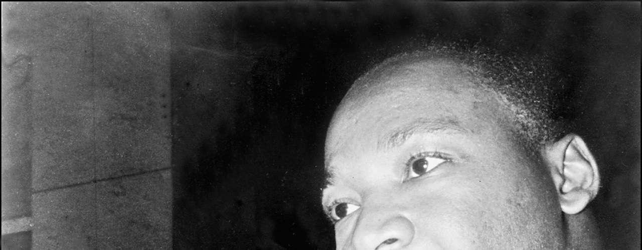 1964: Martin Luther King, Estados Unidos. Desarrolló una labor crucial en el Movimiento que defendió y exigió los derechos civiles para los afroamericanos.