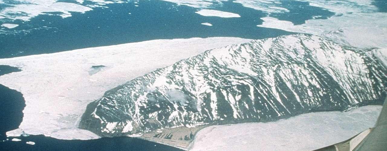 La investigadora de la Universidad de Colorado Katherine Leonard, que está a bordo del barco junto con Maksym, dice en un mensaje electrónico que la capa de hielo de la Antártida se está volviendo además más porque el cambio climático ha permitido que el aire lleve más humedad.