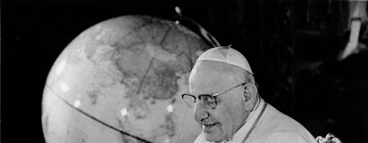 Sin que hubieran problemas específicos de doctrina o disciplina de clarificar, este evento fue convocado por el papa Juan XXIII, quien lo anunció el 25 de enero de 1959, causando una gran sorpresa entre las filas eclesiásticas.