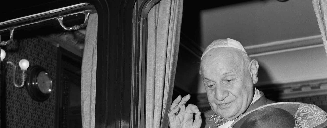 El Vaticano II, uno de los eventos que marcaron el siglo XX, fue un concilio ecuménico que superó todas las expectativas, ya que rompió con cuatro siglos de Iglesia tridentina y cambió sus relaciones con la sociedad y con las otras religiones.