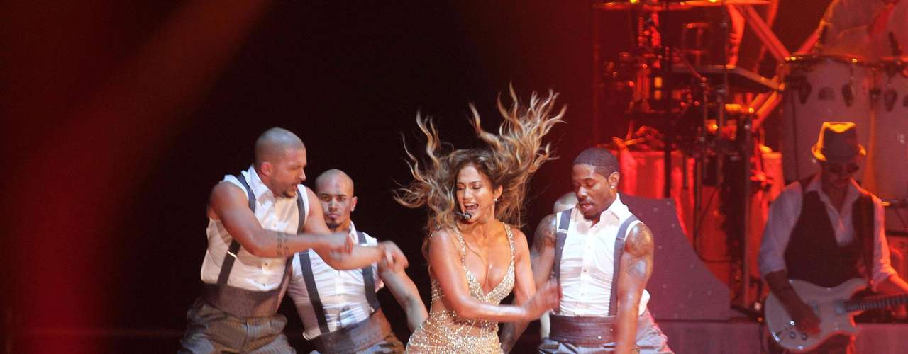 La estrella, apoya su espectáculo en un grandioso juego de luces, coreografías bien trabajadas y bailarines musculosos, elementos llaman la atención de los espectadores.