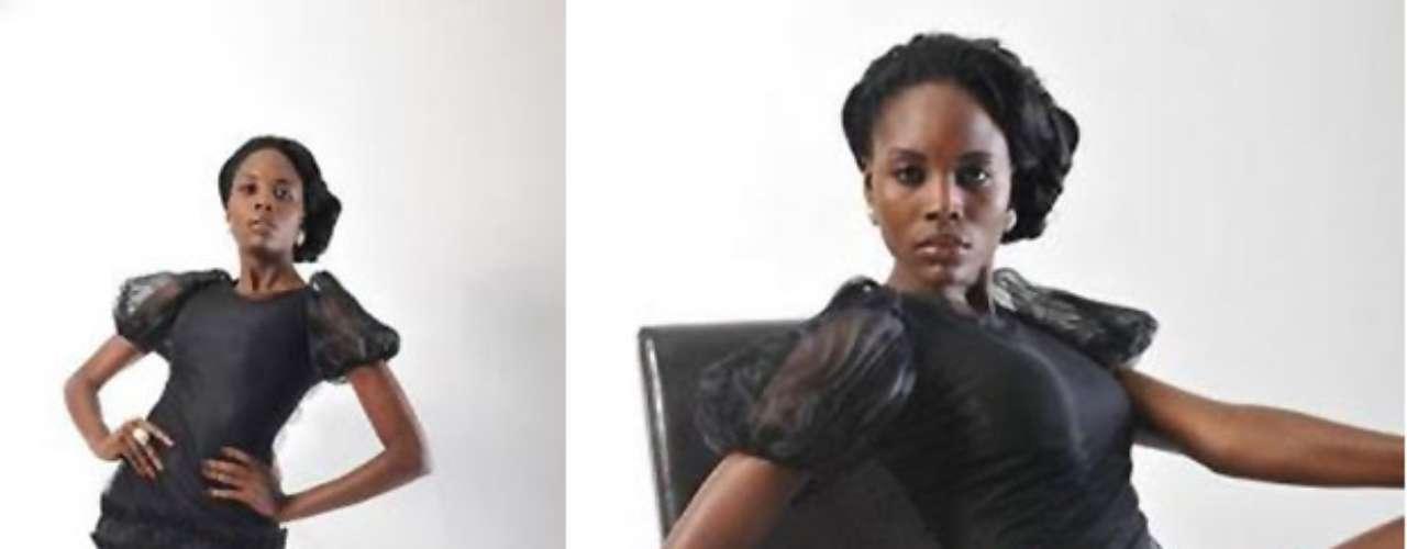 Miss Angola - Marcelina Vahekeni. Mide 1.70 metros de estatura. Es modelo profesional y estudiante de gestión de recursos humanos.