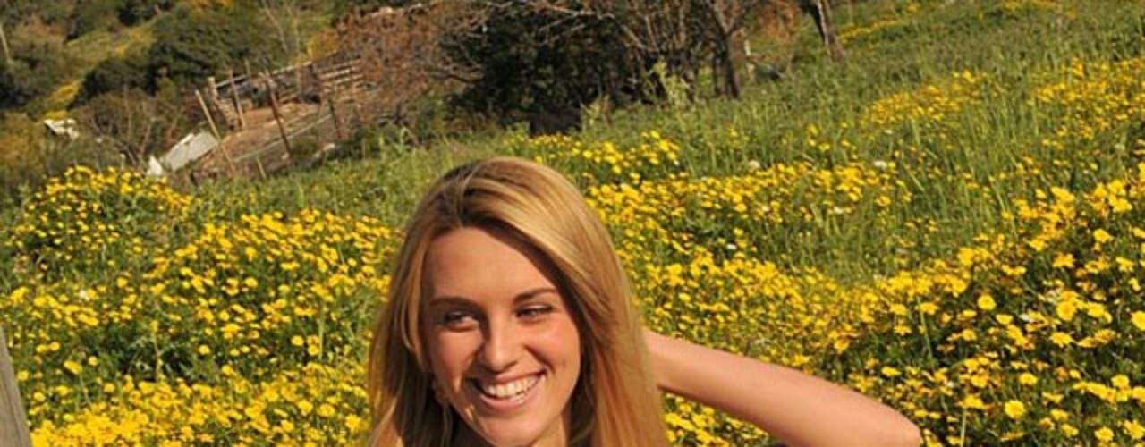 Miss Israel - Lina Manchola. Mide 1.80 metros de estatura. Se graduó de la de la escuela secundaria en Haifa, dejó de lado un tiempo sus servicios sociales para dedicarse de lleno a esta competencia y quiere estudiar alguna carrera relacionada con ciencias de la salud.