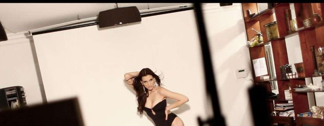 Miss República Dominicana - Dulcita Lieggi Francisco. Mide 1.81 metros de estatura. Es modelo profesional y actriz.