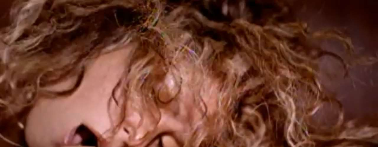 Shakira steamy 'Don't Bother' video.