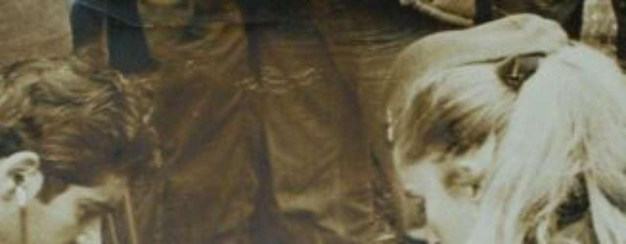 Canessa es atendido por los médicos en Los Maitenes, una pequeña localidad ubicada en el Valle del Cajón del Maipo a orillas del Río Colorado, en Chile. Canessa había perdido 17 kilos tras haber caminado, junto a Parrado, durante ocho días en busca de rescate. El viaje en helicóptero de la fuerza aérea chilena hacia los restos del Fairchild el 22 de diciembre fue duro, pero consiguieron superar la montaña que daba al valle donde se encontraba el avión. Allí descubrieron a los 14 sobrevivientes restantes, que agitaban sus brazos saludando a los helicópteros.