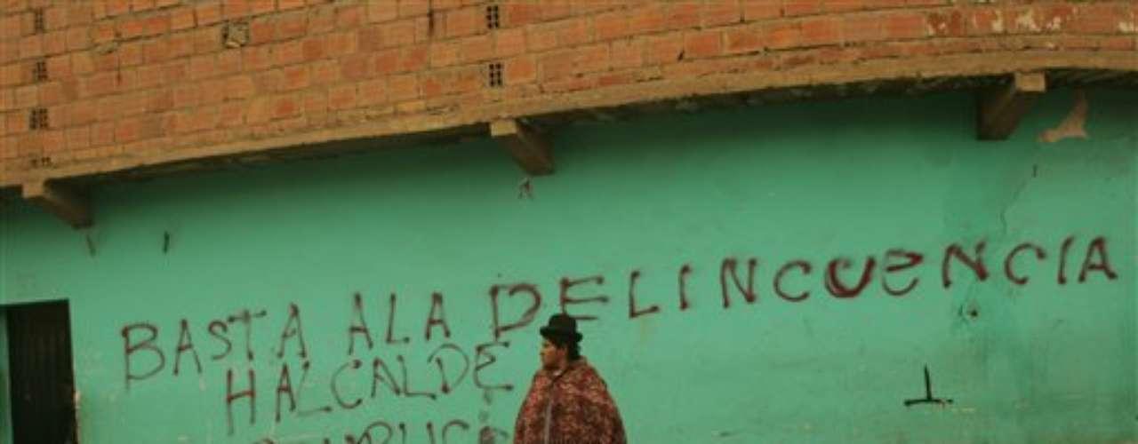 El Defensor del Pueblo, Rolando Villena, señaló que este informe, que corresponde al período 2008-2011, pone en evidencia que la violencia contra la mujer queda en la impunidad y que el acceso a la justicia para las mujeres es un tema pendiente en Bolivia.