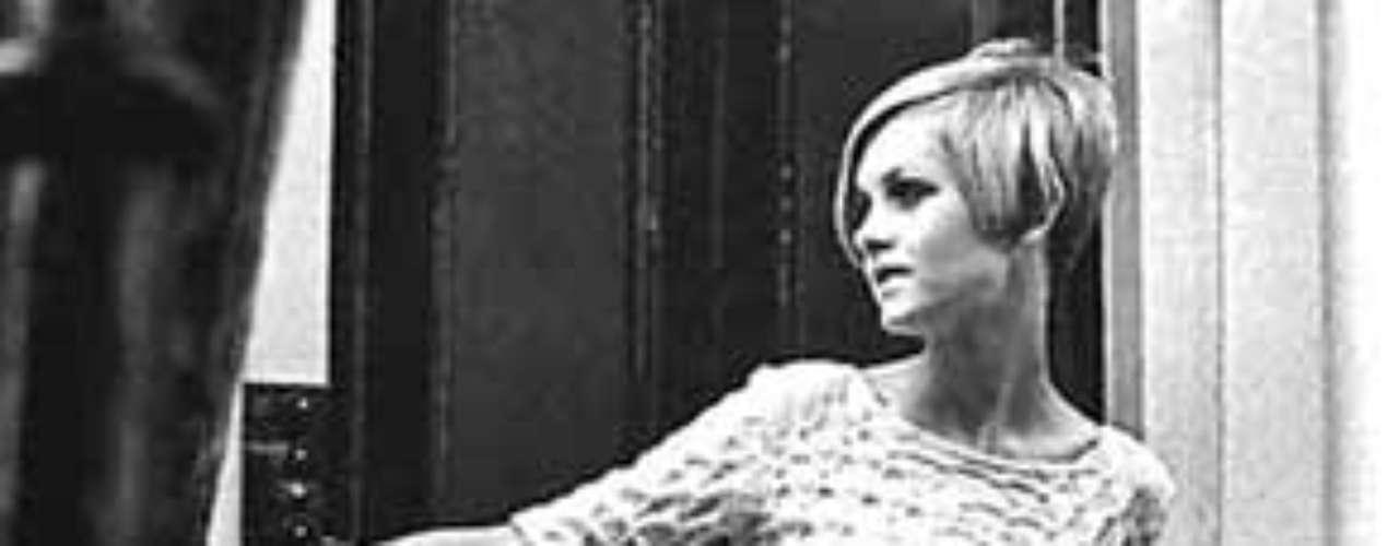 Aunque la minifalda moderna se debe a la diseñadora británica Mary Quant, antropólogos han encontrado hallazgos que se pueden relacionar con esta prenda en ruinas egipcias y sitios arqueológicos como el de Derbyshire, Inglaterra.
