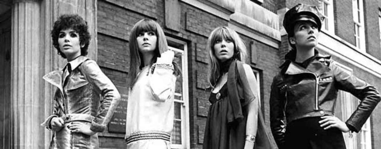 Sin embargo, la británica no fue la primera en proponer la falda por encima de la rodilla. Este atrevimiento de la moda se le debe al diseñador francés André Courrèges quien, en 1964, propuso una serie de prendas de estas características, inspiradas en la carrera espacial.