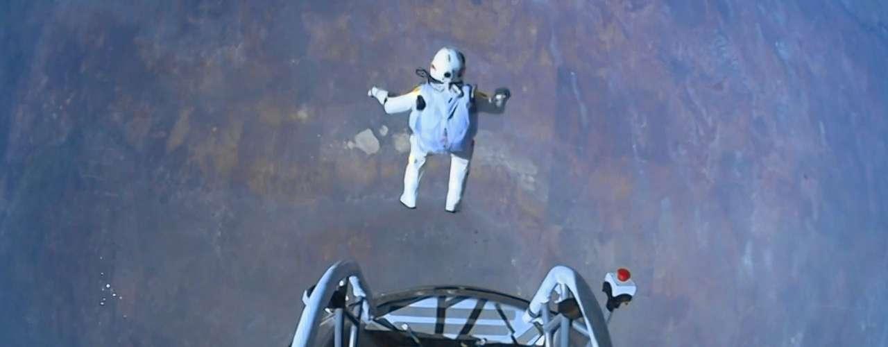 Y es que no era cualqueir aventura, pues durante los primeros 40 segundos de la misión Baumgartner descendía a 1.173 kilómetros por hora.