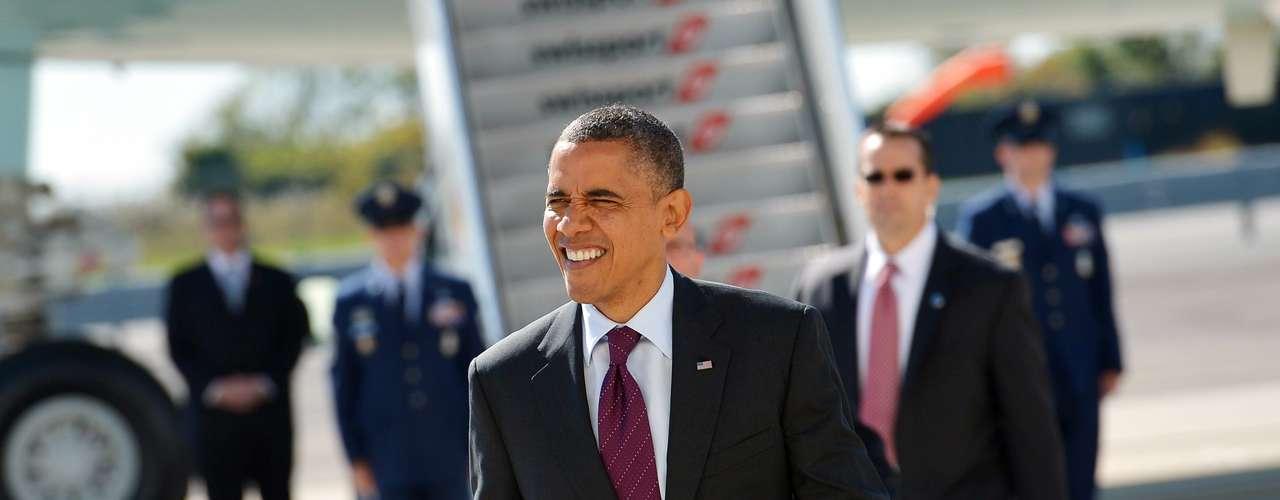 El presidente de Estados Unidos, Barack Obama, está sometido a una fuerte presión de cara al segundo de los tres debates de la campaña electoral, que tiene lugar el martes, para mejorar su floja actuación de la primera cita, recuperar el impulso y marcar las diferencias con el republicano Mitt Romney.