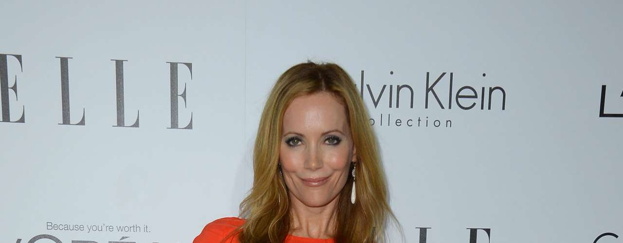Leslie Mann used the October color, orange, for this fashionable night.