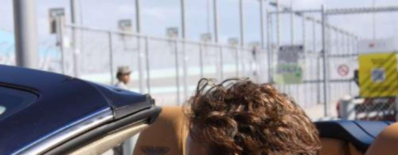 ¡Qué hermosa la hija de Guy Ecker! El actor publicó una foto suya con Sofia, en la red social. 'En un Aston Martin con mi hija Sofia', escribió el galán, a bordo del coche que usa James Bond.