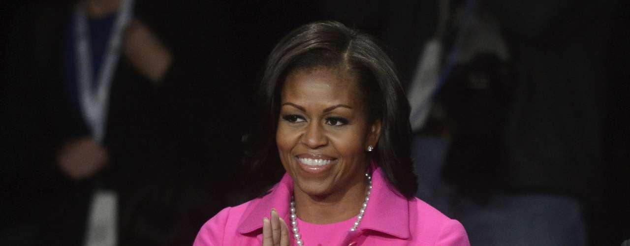 Y aunque la primera dama, Michelle Obama, decidió no saludar a Romney, sí ocultó bastante bien, con una sonrisa, cualquier molestia porque ambas iban vestidas del mismo color.