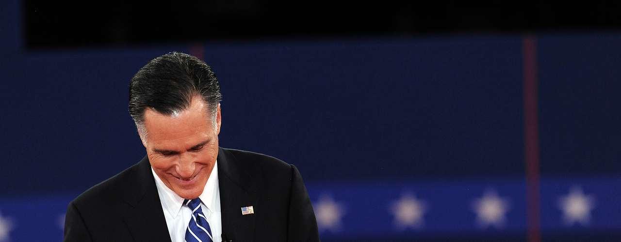 Pero Romney también pudo verse más relajado, y hasta mostró su sonrisa en varias ocasiones.