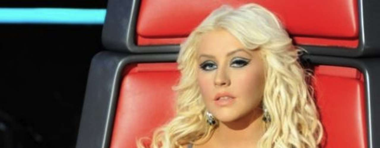 Christina Aguilera. 'La Voz' del país norteamericano emite actualmente su tercera temporada en donde la popular cantante, de 31 años, ha participado como una de las entrenadoras. El rapero Cee Lo Green y el cantante de música country, Blake Shelton, completan la nómina de jurados de este reality el cual ha superado a programas como 'American Idol' y 'The Factor X' en los Estados Unidos.