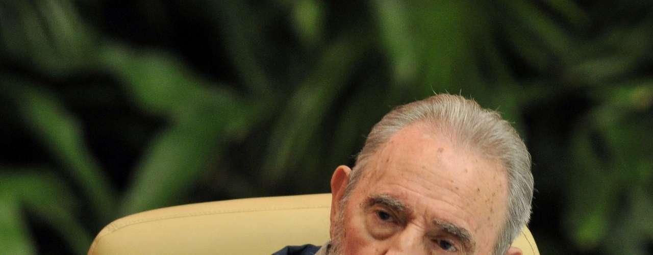 Y qué decir sobre el triunfo electoral de su acérrimo amigo Chávez. Se supo que líderes de América Latina y el mundo lo felicitaron, pero ¿y Fidel?. Al menos públicamente no lo hizo. Hasta suena raro.