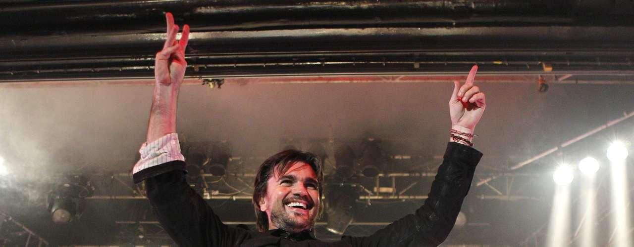 Juanes se presentó sin grandes adornos, de tú a tú, a solas con su guitarra y muy animado, en la sala La Riviera de Madrid, marcando así el inicio de su gira española \