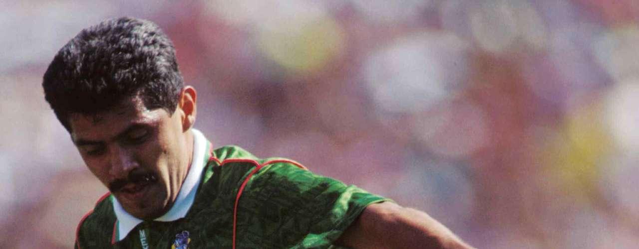 6.- Luis Flores también tiene 29 goles con México y logró esa cifra de 1983 a 1993.