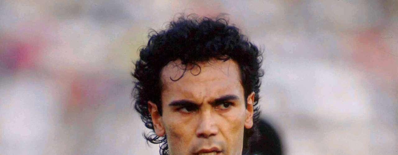6.- Hugo Sánchez en su paso por la Selección Mexicana que fue de 1977 a 1995 metió 29 goles.