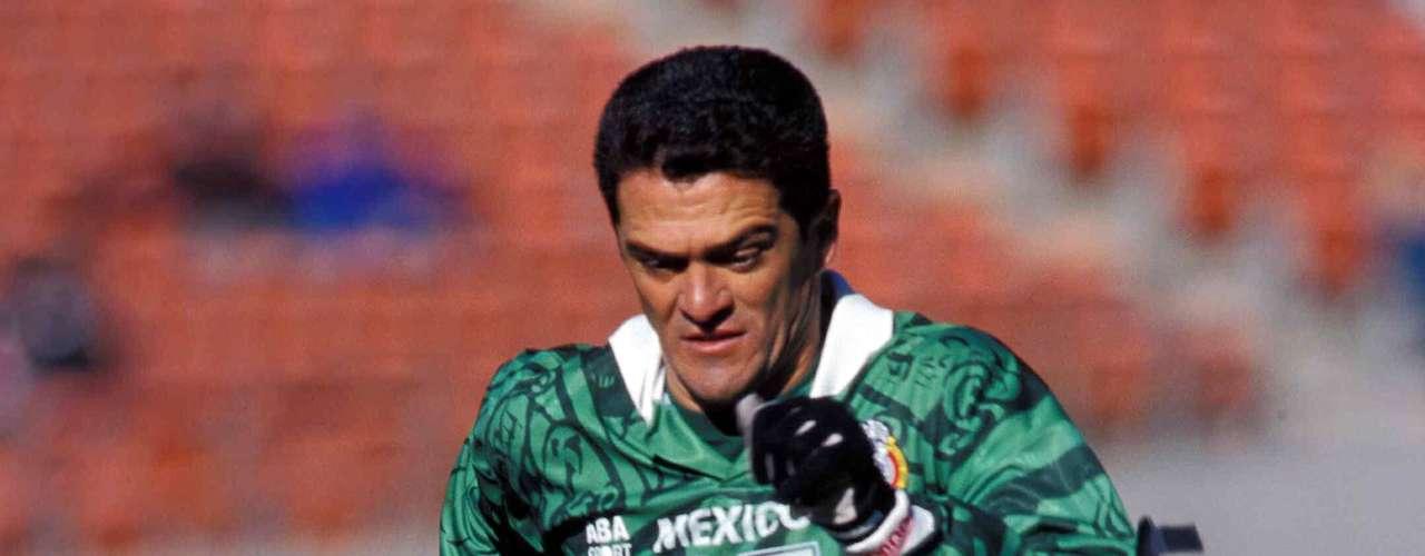 3.- Carlos Hermosillo entre 1984 y 1997 hizo 35 goles con México.
