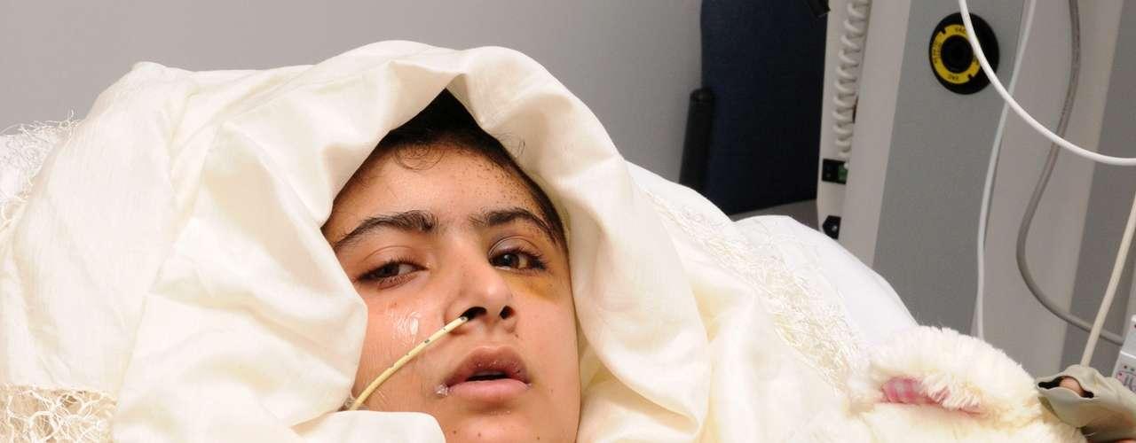 El pasado viernes surgieron buenas noticias en la salud de Malala Yousafza. Las autoridades médicas informaron que La salud de la chica 'progresaba' y que ya había podido levantarse de la cama.