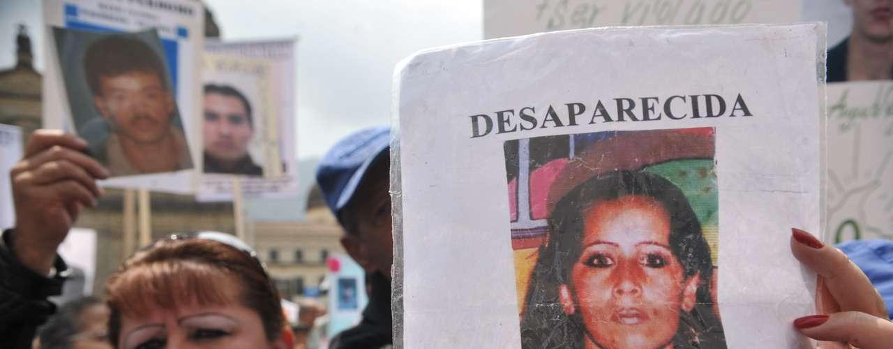 Hoy, el gobierno colombiano y las FARC le dan otra oportunidad a la paz, utilizando mediadores nacionales e internacionales.