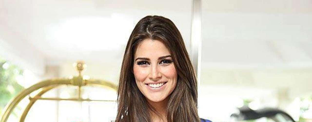 Cuando comenzó su participación en un certamen de belleza nacional, estudiaba el cuarto semestre de la licenciatura en Arquitectura. Prevé terminar sus estudios una vez que concluya Miss Universo.