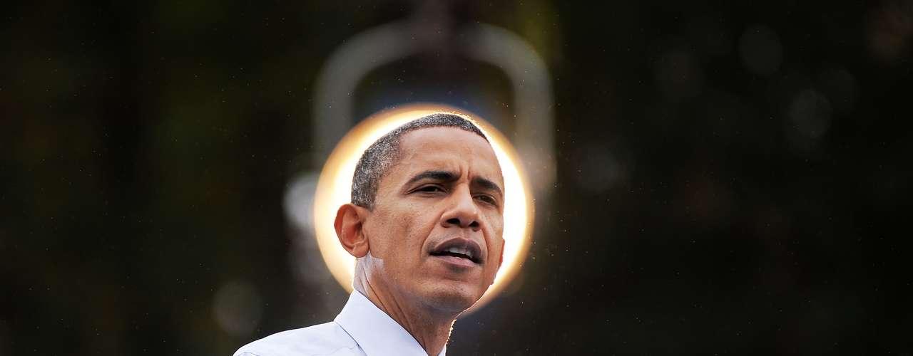 En el libro La Fe de Obama, escrito por Stephen Mansfield, el autor expone que la fe de Obama se construyó en base al espectro de creencias de su familia. De niño fue expuesto al catolicismo, al Islam, al hinduismo, y al budismo, mientras crecía en Indonesia en la década del 60. Mansfield  expone además que Obama es el único presidente de Estados Unidos que no creció en un hogar cristiano. Su madre era atea y sus abuelos se consideraban escépticos.