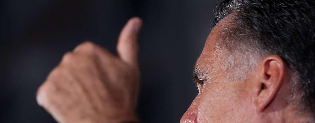 Los asesores de Romney esperan que reducir la credibilidad de Obama en política exterior y seguridad interna - áreas en donde la Casa Blanca alguna vez pareció inmune a una crítica republicana - pueda ayudarles a atraer a los votantes indecisos en las últimas semanas de la campaña electoral.