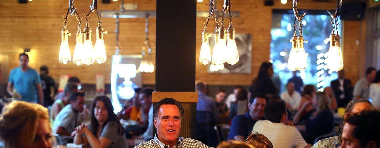 Pero lo que Romney espera hacer ahora es presionar en su punto, mencionado en el segundo debate, de que la reciente ola de violencia anti estadounidense en Libia y otras partes de Oriente Medio muestra que la gestión de política exterior de Obama se está \