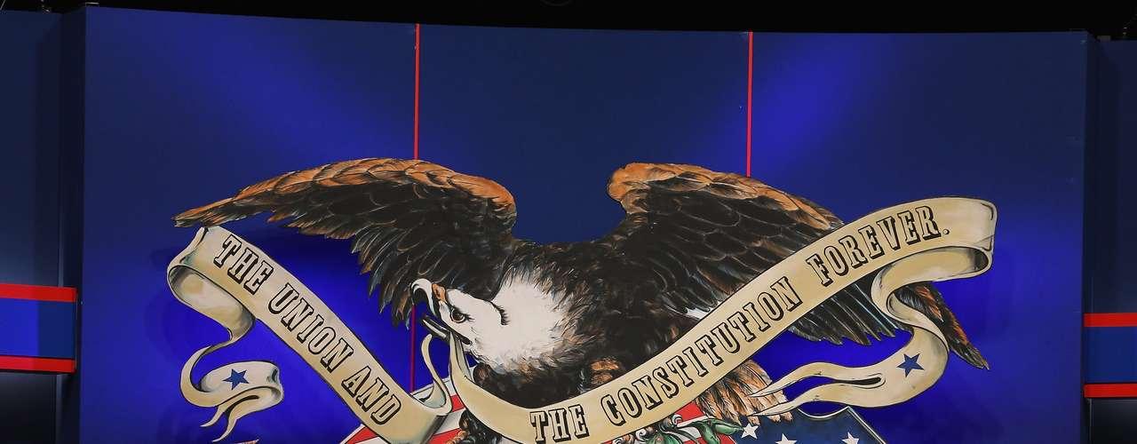 Pero Romney tiene por delante una batalla enconada frente a Obama, que tendrá las ventajas de su periodo en la Casa Blanca en tanto las encuestas indican que lleva la delantera - aunque menguante - ante la pregunta de quién es más apto para encarar asuntos internacionales.