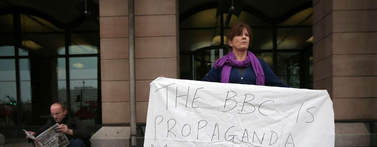 El escándalo se destapó el pasado 3 de octubre tras la emisión en la cadena comercial británica ITV de un documental en el que varias mujeres revelaron que sufrieron abusos cuando eran adolescentes por parte del conocido presentador, por lo que la policía recibió de inmediato un sinnúmero de testimonios.