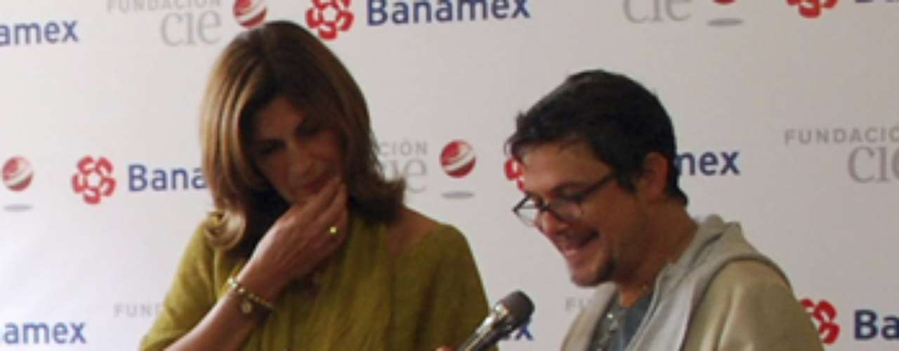 Alejandro Sanz was surprised by the kids of a Zapopan, Mexico children's home when they sang his hit \