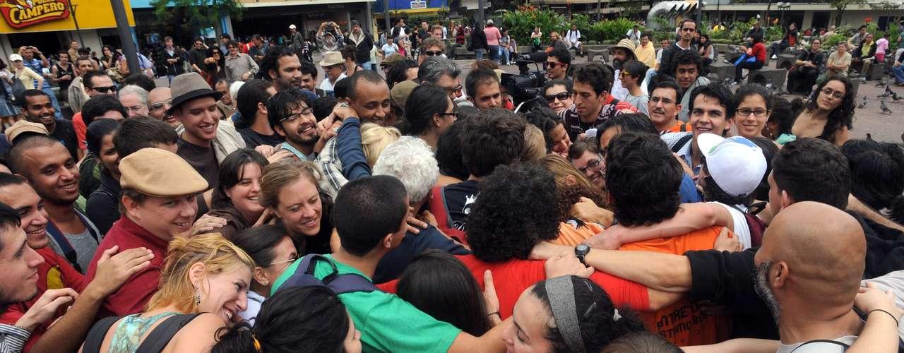 Costa Rica - Este Costa Rica fue nominado el país más feliz del mundo, seguido de Vietnam y Colombia. Este índice revela los países que son más eficaces en propiciar vidas largas y felices a sus habitantes y a la vez en mantener las condiciones para que las generaciones futuras tengan lo mismo, señala el informe, que abarca 151 países.