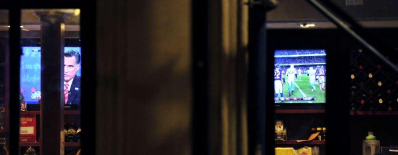 Tan atrapante fue el último debate presidencial entre Obama y Romney, que hasta los muchachos prefirieron dejar de lado el partido de fútbol americano para seguir los cruces entre los candidatos. El 6 de noviembre, Estados Unidos decidirá si sigue con Obama, o cambia por Romney. ¿Tú quién crees que ganará?