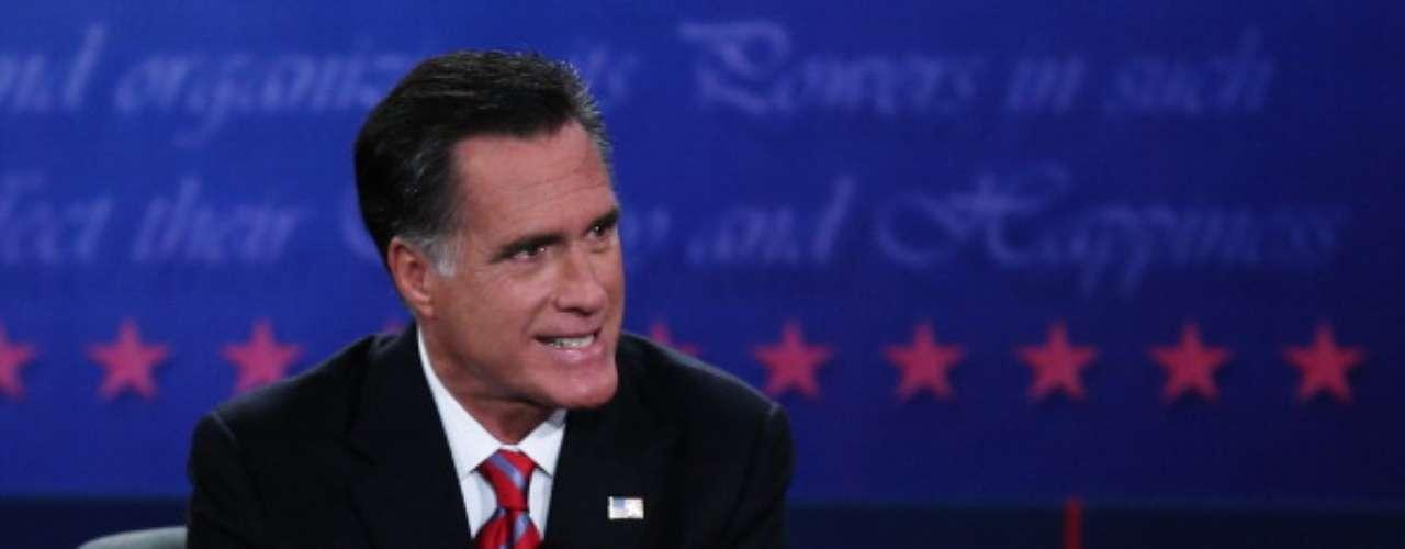 Romney dice estar a favor del uso de misiles y armas para defender las libertades ciudadanas en el exterior. También dijo que Pakistán puede tener armas nucleares y que allí, hay que tener ciudado con las células de Al Qaeda.