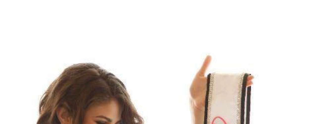 México- Ocupa el número 22 en la lista. El año pasado también estuvo en la envidiada lista del Índice de Felicidad Mundial, ocupando el lugar 23 entre 143 naciones.  Esto, a pesar de que el 29% de su población trabaja en la informalidad, 46% se encuentra en condición de pobreza y que durante este sexenio el salario ha caído 1.2% real, según un reportaje publicado por el diario Vanguardia.