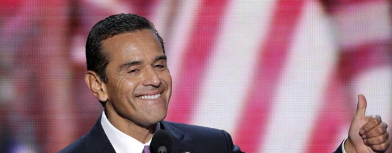El demócrata Antonio Villaraigosa, el primer alcalde hispano de Los Angeles, dio totalmente su espaldarazo al presidente Obama y destacó en su cuenta de Twitter la visión del mandatario de un futuro fuerte y seguro.
