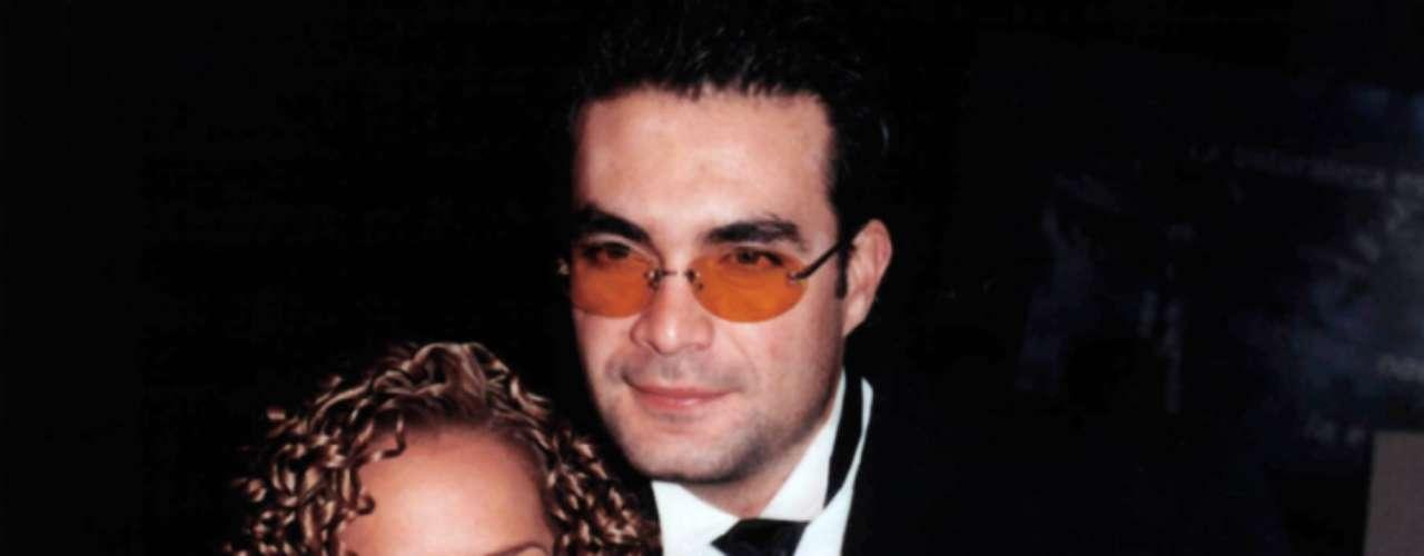 Adamari López y Maurcio Islas durante su relación amorosa en 1998. Sostuvieron su romance por dos años, mientras las carreras de ambos despuntaban en la televisión mexicana.