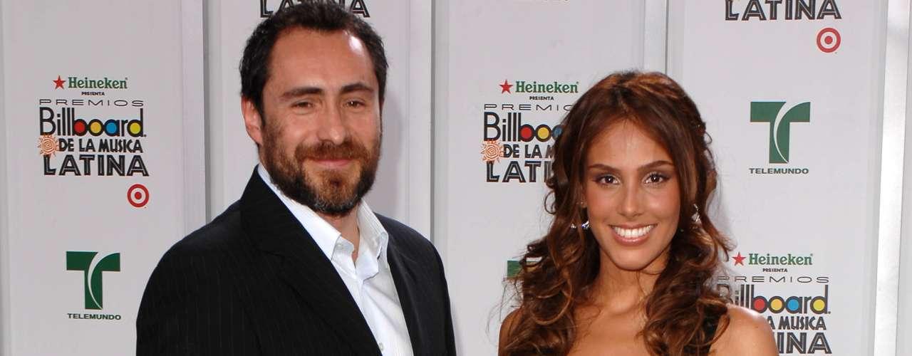 Demián Bichir y Sandra Echeverría vivieron un prolongado romance, en la época en la que él se consolidaba en el cine fuera de México y ella picaba piedra como protagonista de telenovelas. Juntos, acudieron a los Premios Billboard a la Música Latina en 2007.