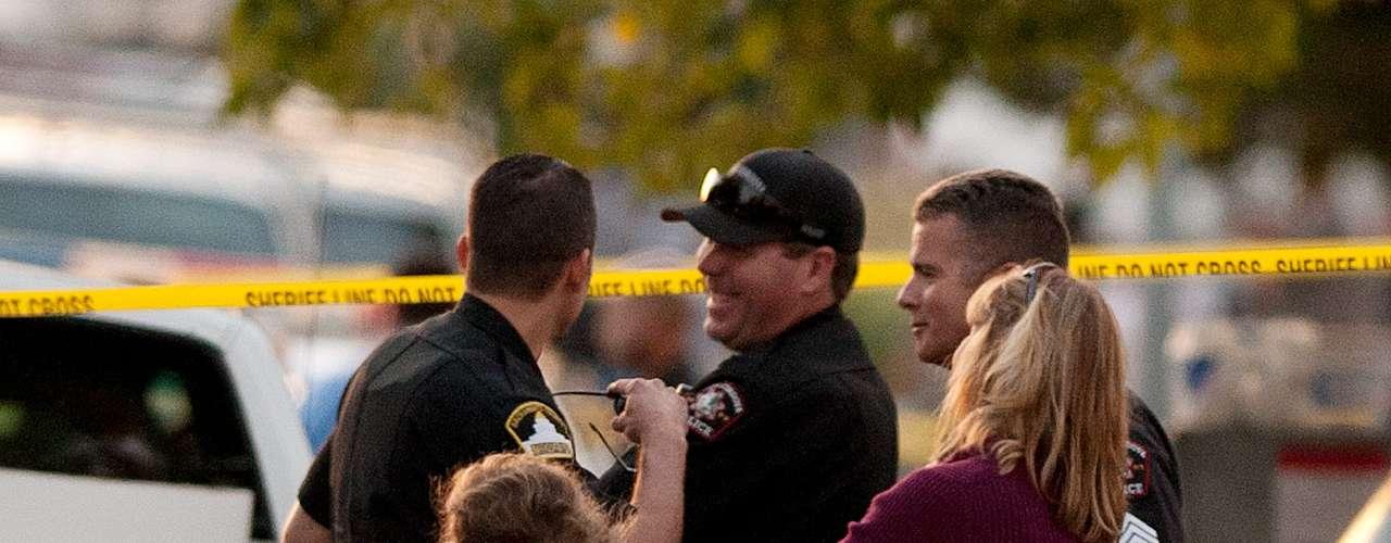 Los cuerpos fueron encontrados la tarde de este martes por el padre de los niños cuando regresó a la casa en la localidad de Rancho Cordova, unos 24 kilómetros (15 millas) al oriente de Sacramento. El hombre corrió en busca del apoyo de un vecino, quien llamó a la policía.