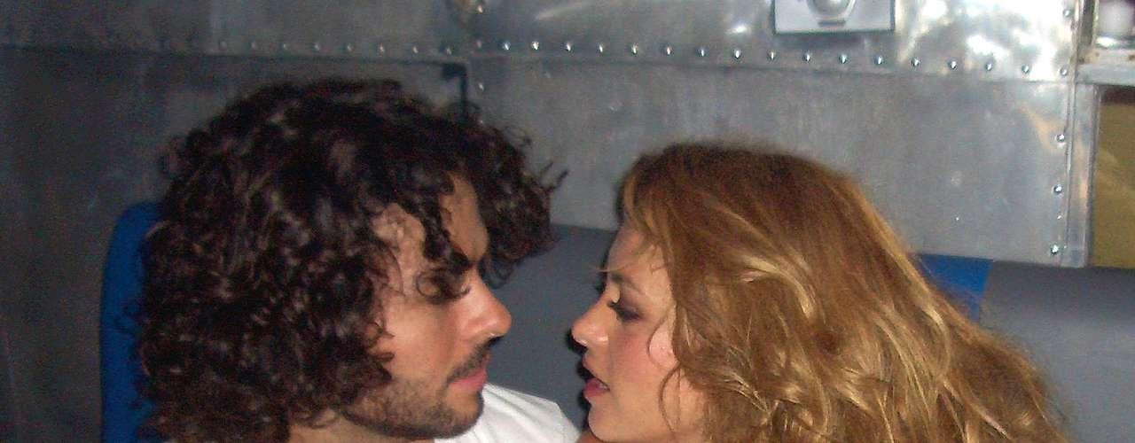 Paulina Rubio y José María Torre durante su noviazgo en 2003. Se dice que 'La Chica Dorada' consentía en todo a su galán.
