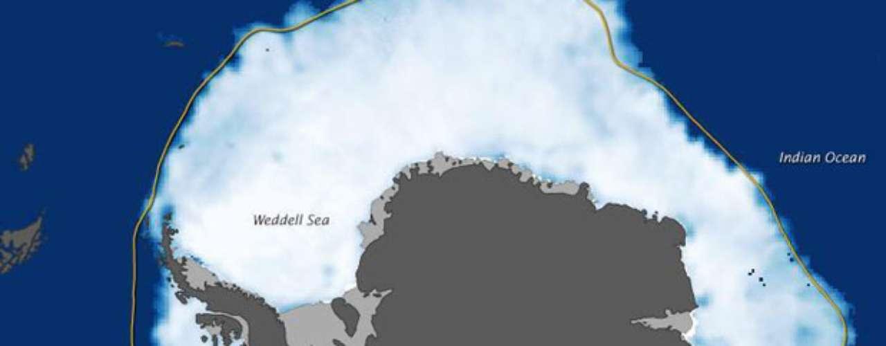 La extensión de la capa de hielo del Océano Ártico en septiembre de 2012 era de 3,40 millones de kilómetros cuadrados por debajo de la media calculada entre septiembre de 1979 a 2000, es decir, que el área de hielo perdido equivale a aproximadamente dos veces Alaska, indicó el estudio.