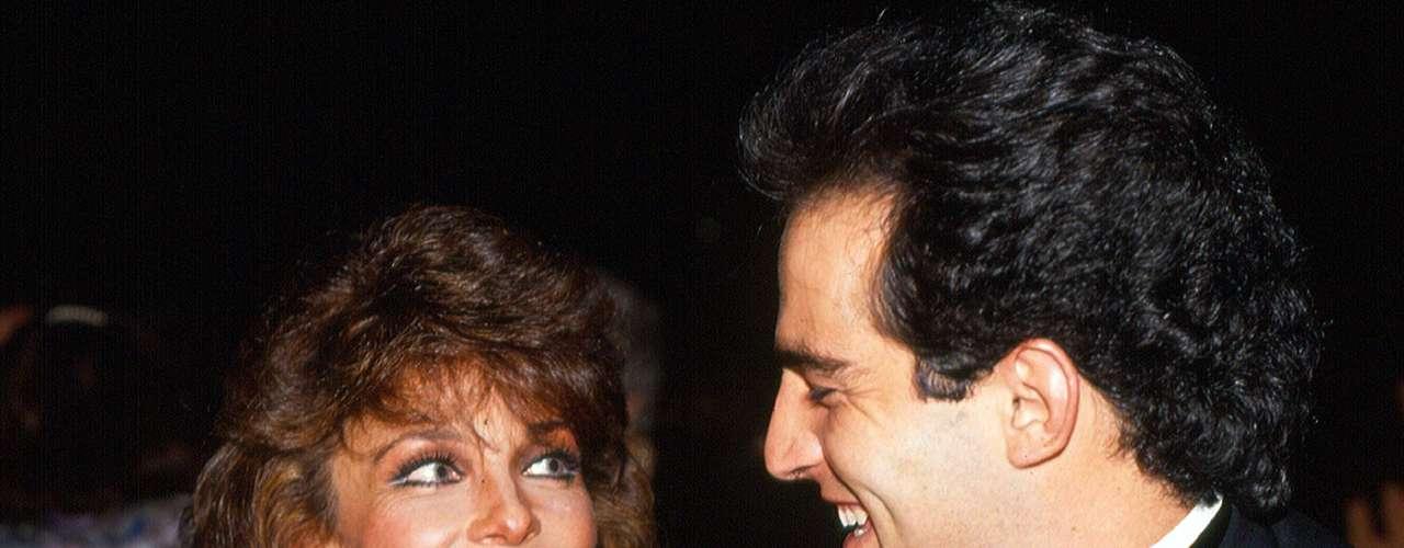 Verónica Castro y Omar Fierro iniciaron una relación en 1990 mientras protagonizaban la telenovela 'Mi Pequeña Soledad'.