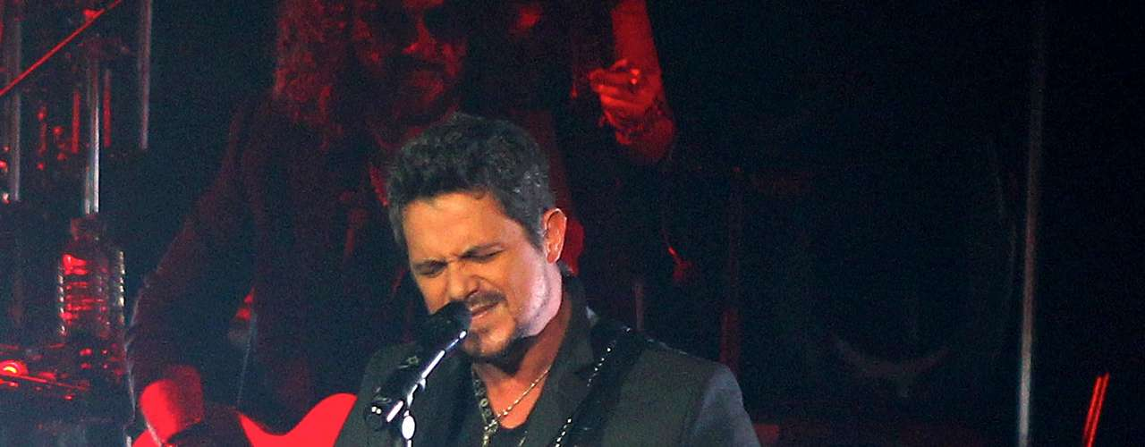 Alejandro Sanz gave his fans a night to remember during the Guadalajara stop of his \