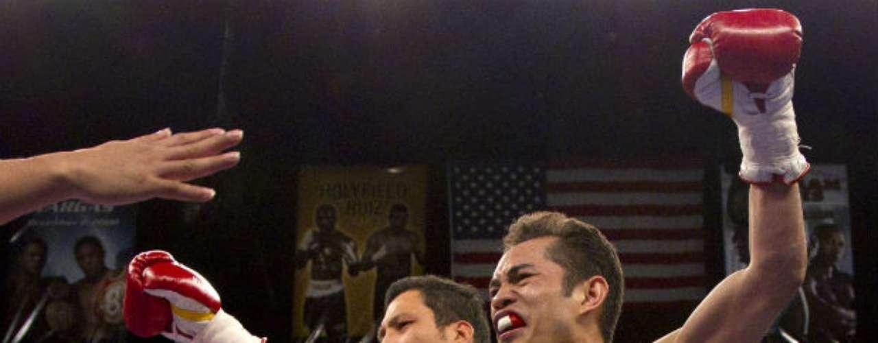 Nonito Donaire es actualmente campeón mundial de peso supergallo de la OMB y de la FIB. De acuerdo con la revista The Ring, es el cuarto peleador libra por libra del mundo, después de Pacquiao, Floyd Mayweather y Sergio Martínez. Tiene 30 victorias y sólo una derrota. El 'Flash' posee gran técnica y domina ambos perfiles. De lo mejor en el mundo del box.