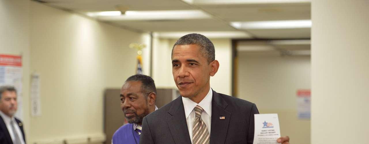 La primera dama, Michelle Obama, ya había mandado su voto por correo postal. Los expertos pronostican que entre un 35 % y un 40 % de los votantes ejercerá su derecho antes del día de las elecciones, frente al 30 % que emitió su voto por adelantado en 2008.